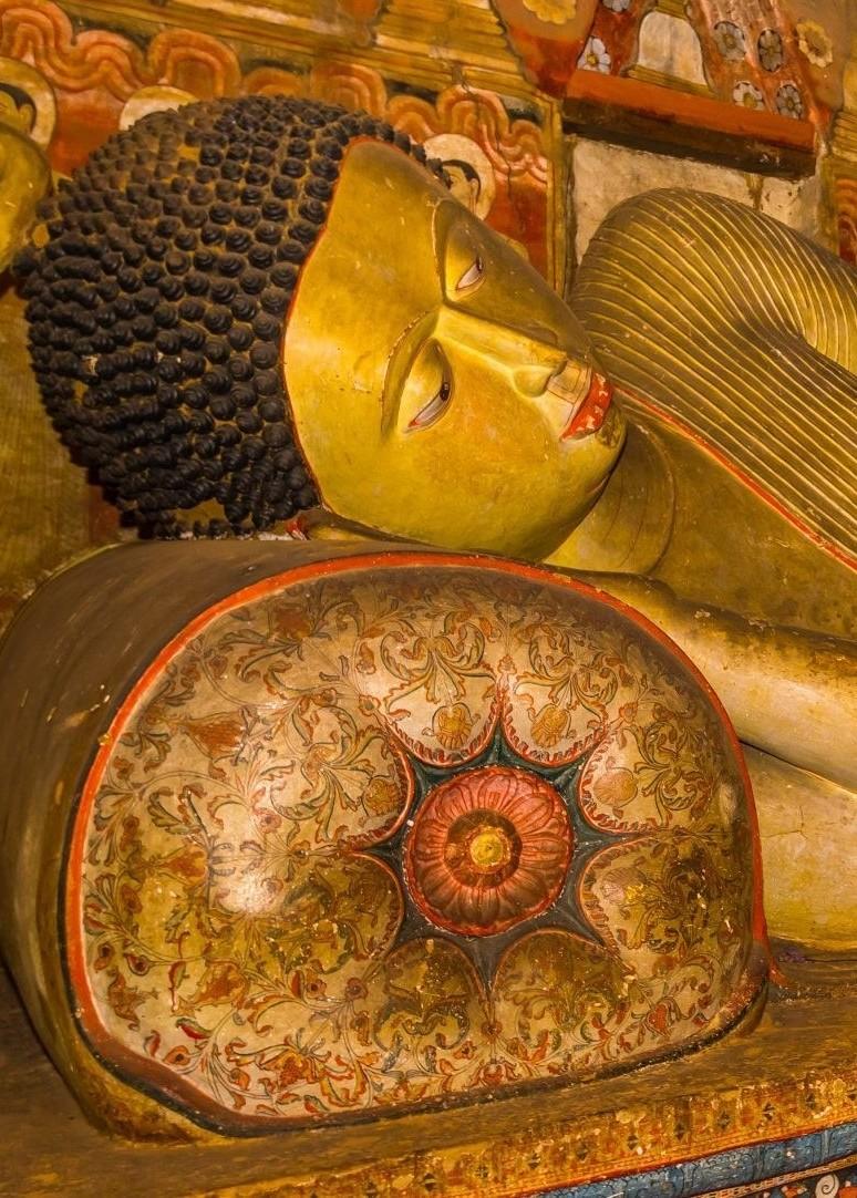A statue of reclining Buddha